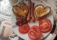 Jaja u srcu od hrenovke