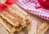 Štapići sa sirom i sezamom
